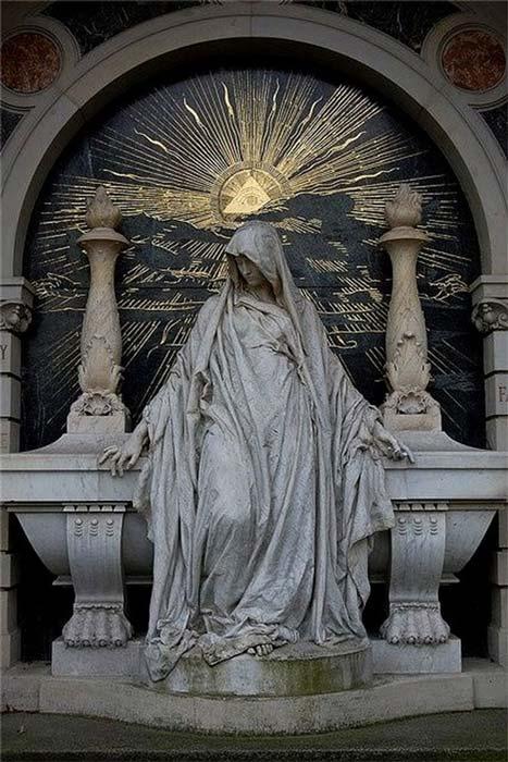 Simbolismo rosacruciano en el que se observa la estrella brillando sobre la cabeza de la mujer supuestamente predestinada a unificar Europa en una nueva era de iluminación. (Public Domain)