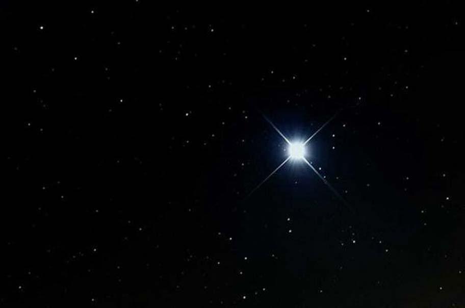 Sirio, la estrella más brillante del cielo nocturno. (CC BY SA 3.0)