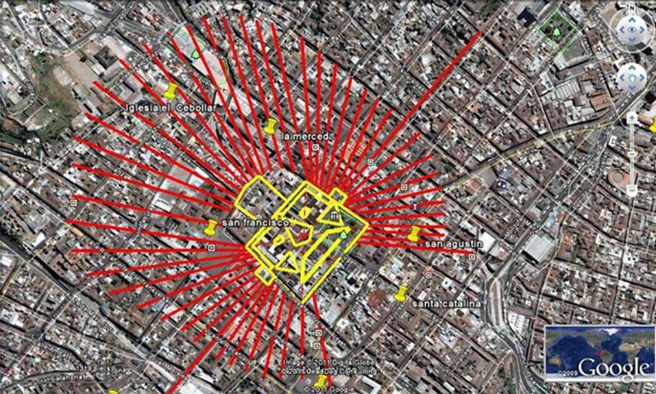 El Sol de Oro superpuesto sobre un mapa del centro histórico de Quito (Crédito: Diego Velasco). El largo meridiano que atraviesa el rostro es la calle Venezuela; su trazado sigue la línea del importante ceque que se extiende en dirección nordeste-suroeste a través del centro de Quito.