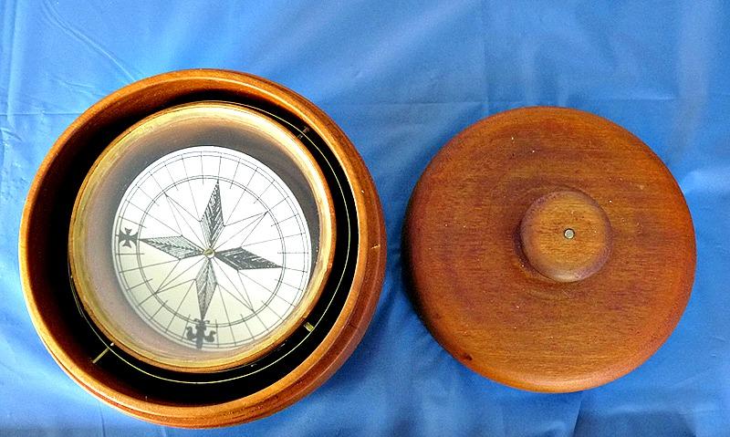 En la exposición destaca la réplica de un objeto utilizado como soporte para brújula de navegación. (Fotografía: Eduardo Carrillo-INAH)