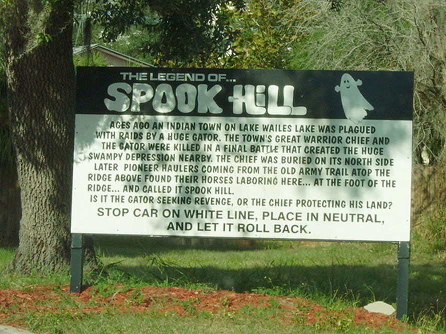 Cartel indicador de Spook Hill (CC BY 3.0)