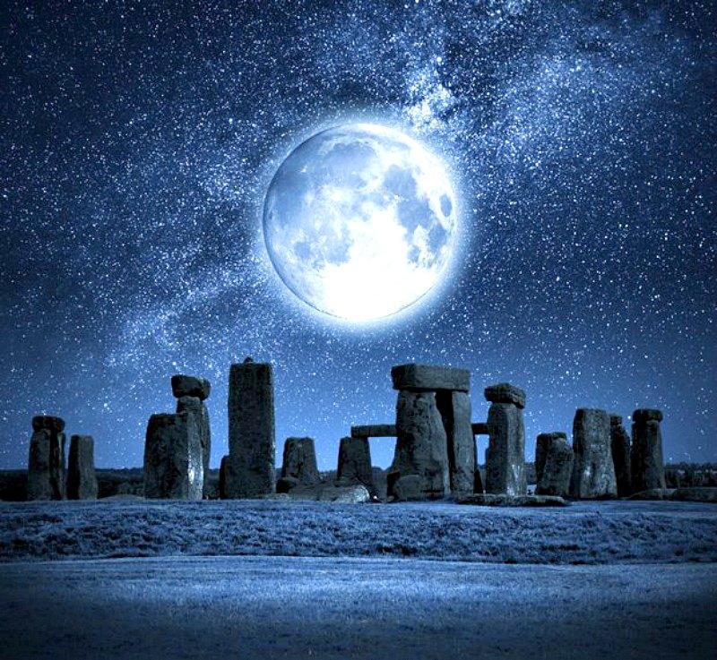 Las «piedras azules» eran tan importantes que los arquitectos de Stonehenge decidieron transportarlas a lo largo de más de 200 kilómetros para construir el monumento. (Fotografía: Código Oculto)