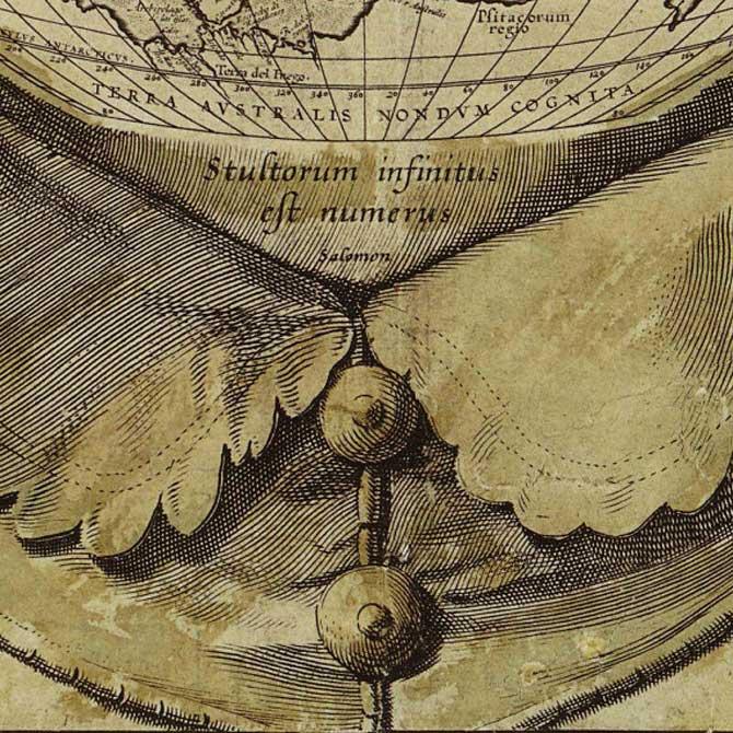 Detalle de la inscripción del mapamundi con la frase en latín 'stultorum infinitus est numerus' - 'el número de tontos es infinito' (Public Domain)