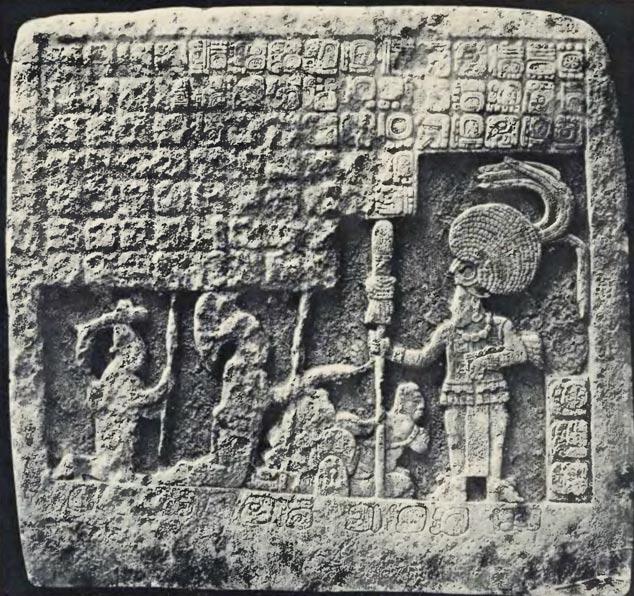 Humildes súbditos rinden pleitesía a un gobernante maya (a la derecha). Imagen: Teobert Maler/Wikimedia Commons