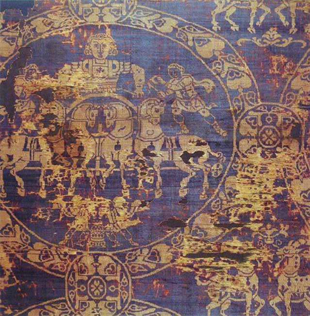 Fragmento del sudario con el que fue enterrado el emperador Carlomagno en el año 814. Es de oro y púrpura tiria de Constantinopla. (Public Domain)