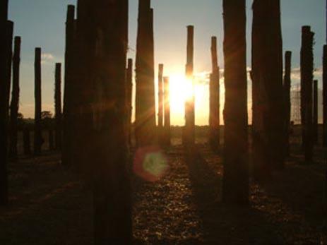 Recreación artística de un amanecer en Durrington Walls. (Creative Commons Fair Use)