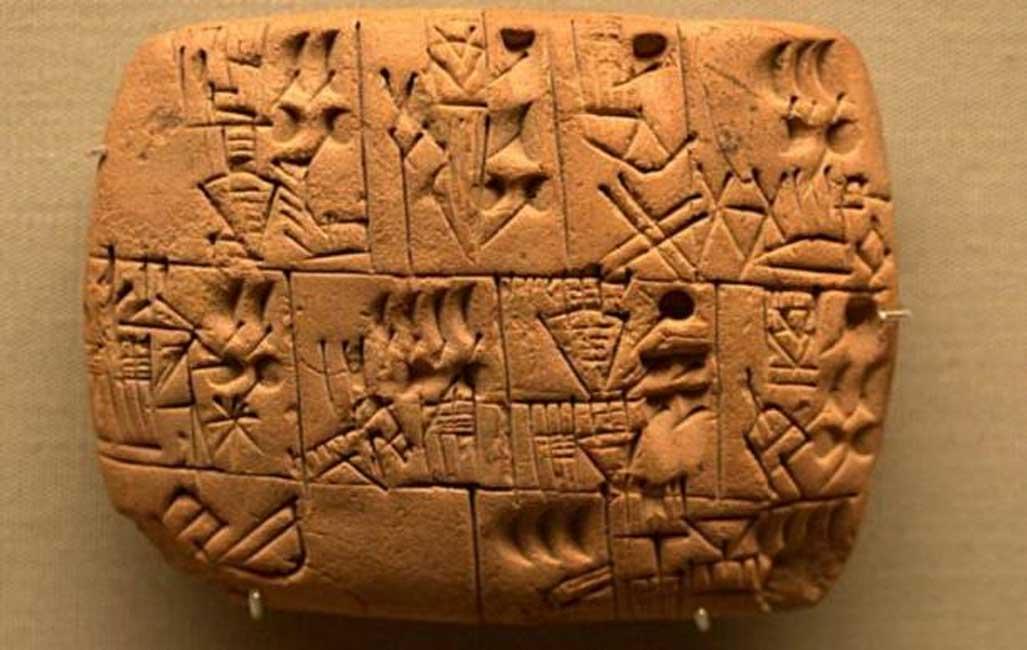Texto protocuneiforme en el que se habla de la entrega de una remesa de cerveza. Tablilla procedente probablemente del sur de Iraq, Período Prehistórico Tardío (3100 a. C. – 3000 a. C.) (Takomabibelot/ CC BY 2.0)