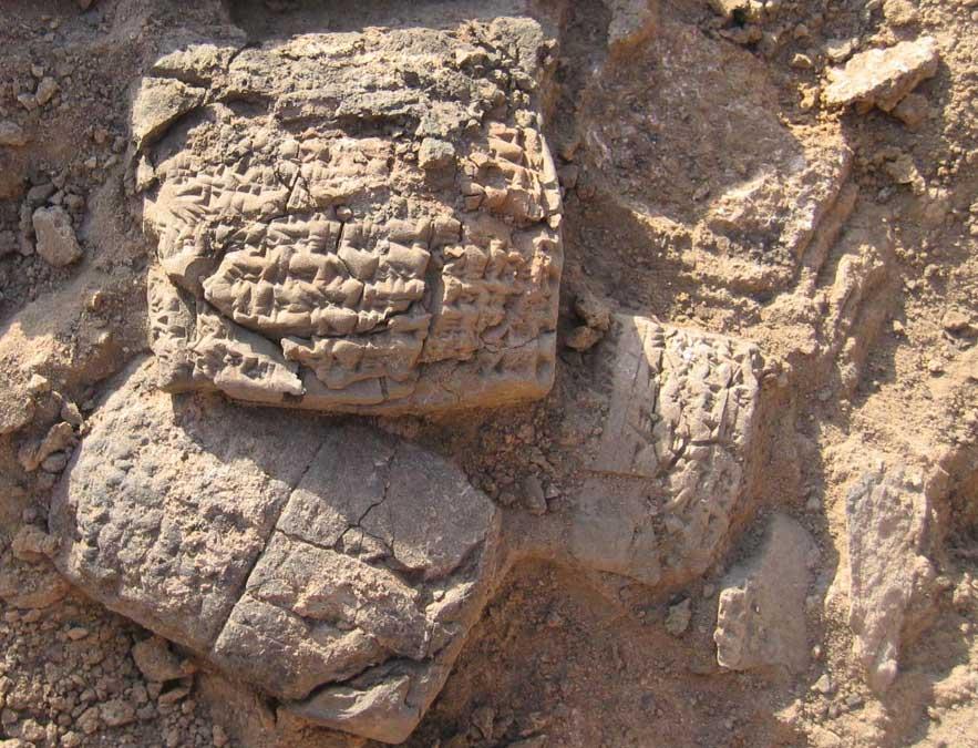 Tablillas descubiertas en Haft Tepe con inscripciones cuneiformes. Fotografía: Universidad Johaness Gutenberg (Maguncia, Alemania)