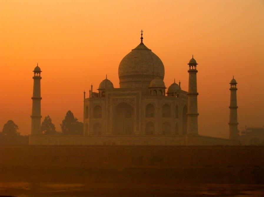 El Taj Mahal entre la niebla. (CC BY 2.0)