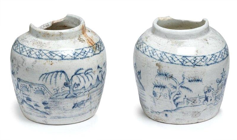 Dos de los miles de tarros de mermelada y jengibre del siglo XIX recuperados en Londres por los arqueólogos. (Fotografía: La Gran Época/Museo de los Docklands de Londres)