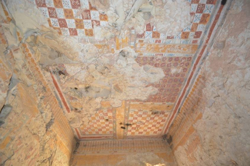 El techo de la tumba de Khonsu está decorado con vistosos colores. (Universidad Waseda)