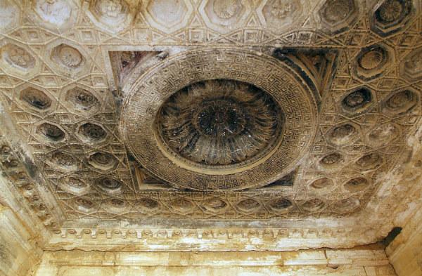 Imagen del techo del que fuera altar principal del ahora destruido Templo de Baal (Wikimedia Commons)
