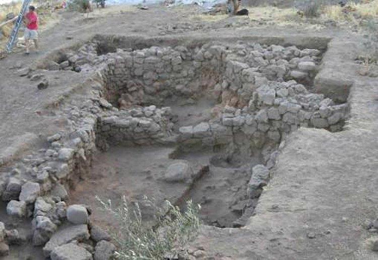 Yacimiento de Tell Qarassa Norte, lugar donde los investigadores hallaron las milenarias semillas carbonizadas. (Fotografía: ABC/Juan José Ibáñez)
