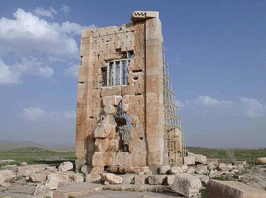 """Antiguo templo aqueménida de Pasargada, conocido popularmente como la """"prisión de Salomón"""" (Zendan-é Salman). (dynamosquito/CC BY SA 2.0)"""