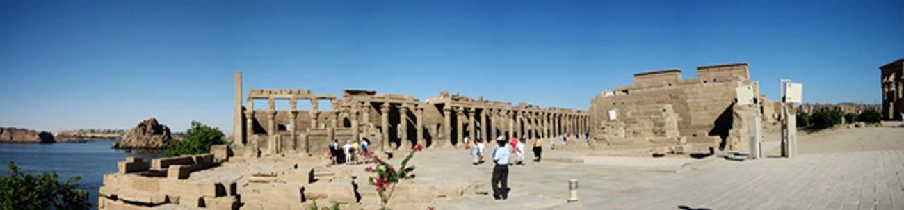 Vista panorámica del Templo de File, en su actual localización en la isla de Agilkia. (Public Domain)