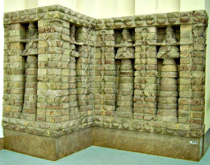 Sección de una de las fachadas del templo de Inanna construido en Uruk por orden del rey Karaindash. Museo de Pérgamo. Berlín, Alemania. (Marcus Cyron/Public Domain)