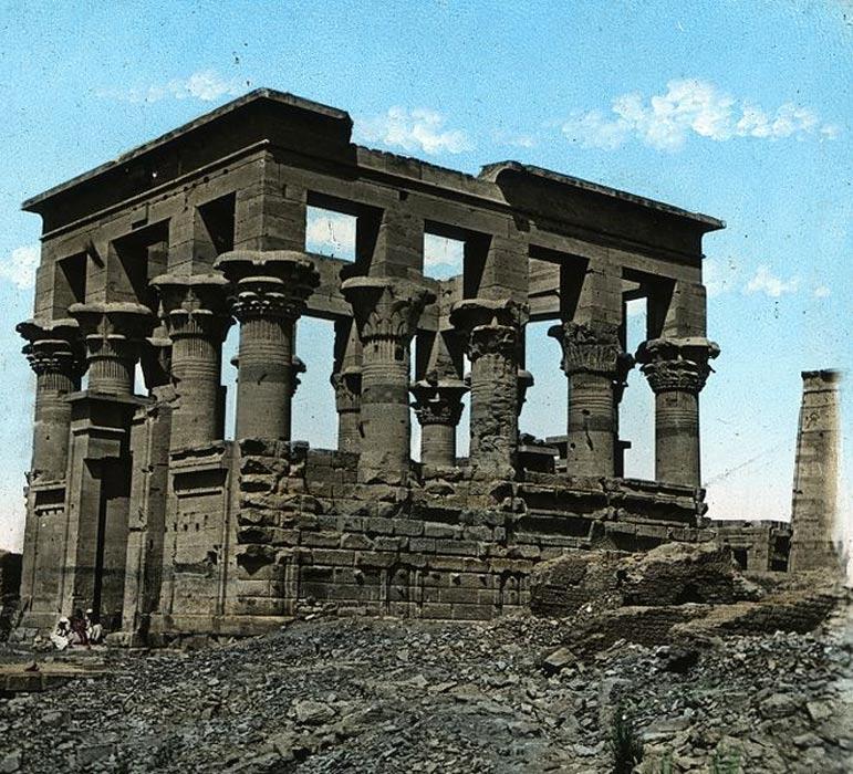Templo de Isis en File, Egipto (c. 1923). Archivos del Museo de Brooklyn. (Museo de Brooklyn)