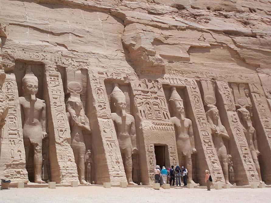 Templo de Nefertari ('Pequeño Templo') en Abu Simbel (Dominio público)
