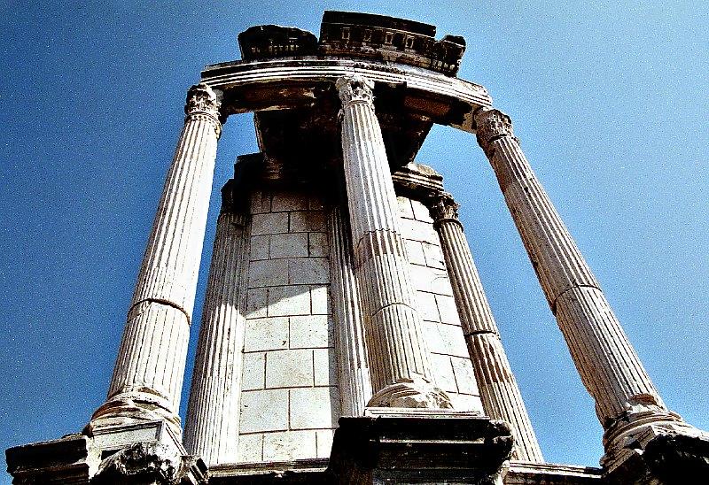 Ruinas del antiguo Templo de Vesta en Roma. (Public Domain)