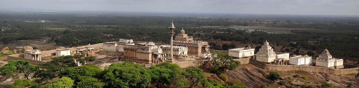 El complejo de templos de Chandragiri situado en Shravanabelagola, la India. (CC BY SA 3.0)