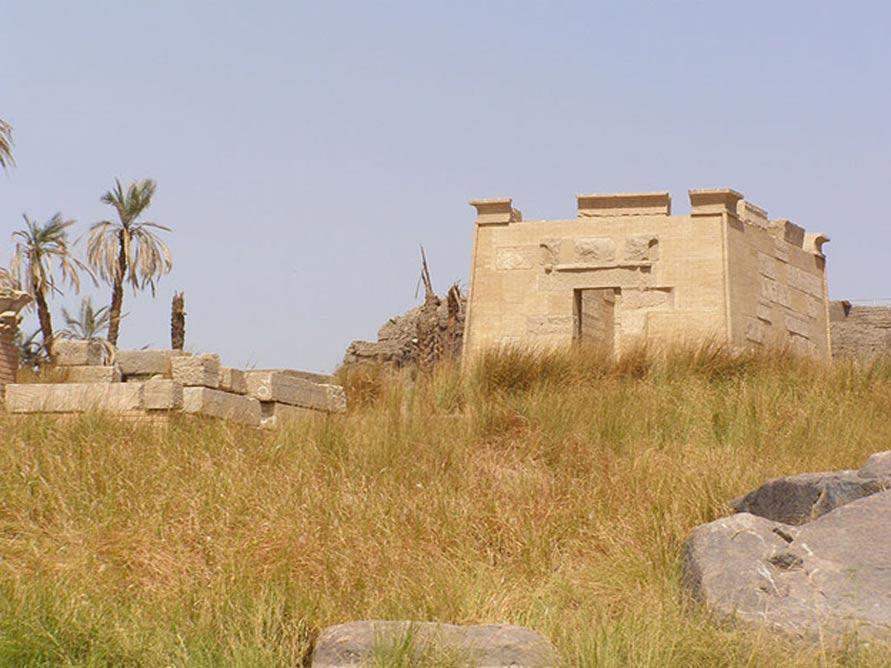 Ruinas del templo de Khnum, situado al sur de la isla de Elefantina. (CC BY SA 4.0)