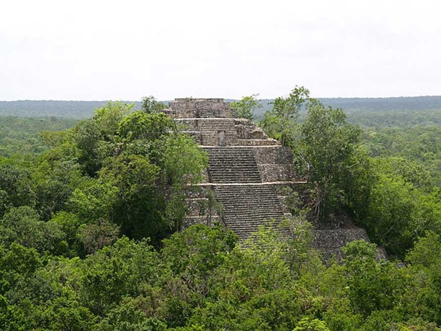 Antiguo templo maya en la selva, Calakmul, México. (CC BY SA 3.0)