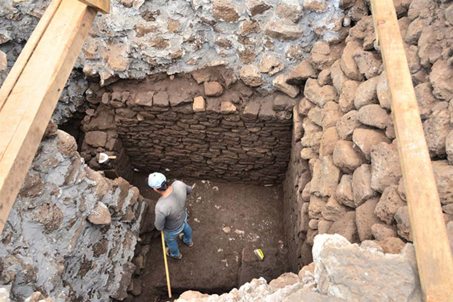Al ser descubierto el templo en el corazón de la frágil pirámide azteca, no podrá permanecer abierto. (Melitón Tapia/INAH)
