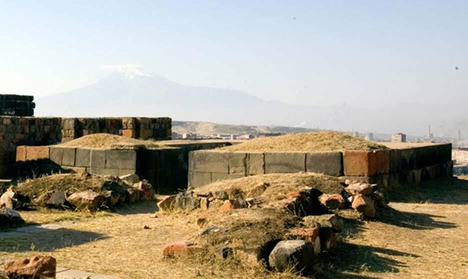 Templo urartiano en la fortaleza de Erebuni, Turquía. Fotografía: Dominio público.