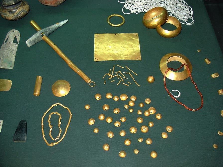 El tesoro de Varna, hallado no muy lejos de Solnitsata, es la más antigua colección de objetos de oro descubierta en Europa. (Foto: Yelkrokoyade/Wikimedia Commons)