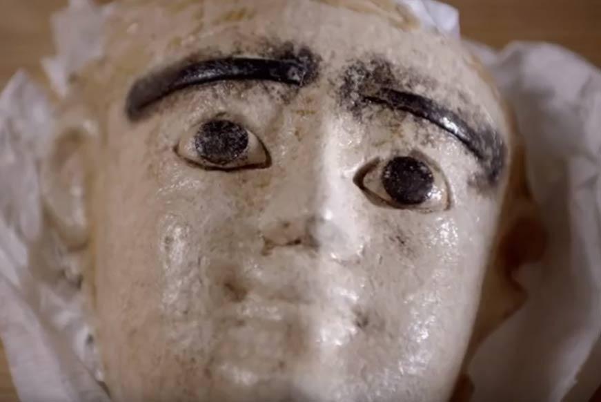 Uno de los tesoros descubiertos en Taposiris Magna por la doctora Kathleen Martínez. (Fotograma– La Tumba Perdida de Cleopatra)