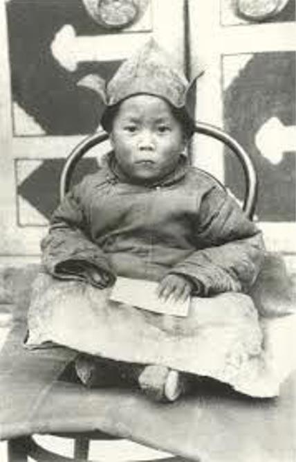 El 14º Dalai Lama fue identificado a la edad de 3 años. Imagen original
