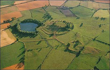 ¿Se encuentra la tumba del rey Arturo en este lugar a las afueras de Baschurch? (BBC)