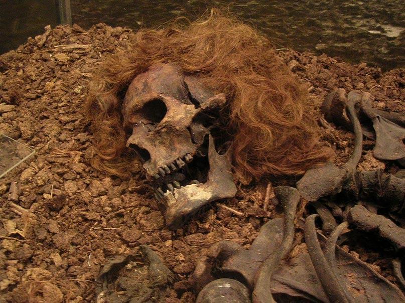 El Hombre de Bocksten: los restos de un individuo de sexo masculino descubiertos en un pantano de Suecia y conservados en parte gracias a las condiciones ambientales del terreno. (CC BY 2.0)