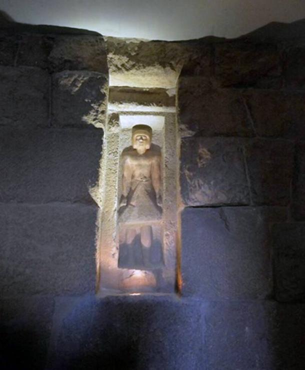 The-standing-statue-of-Emery.jpg