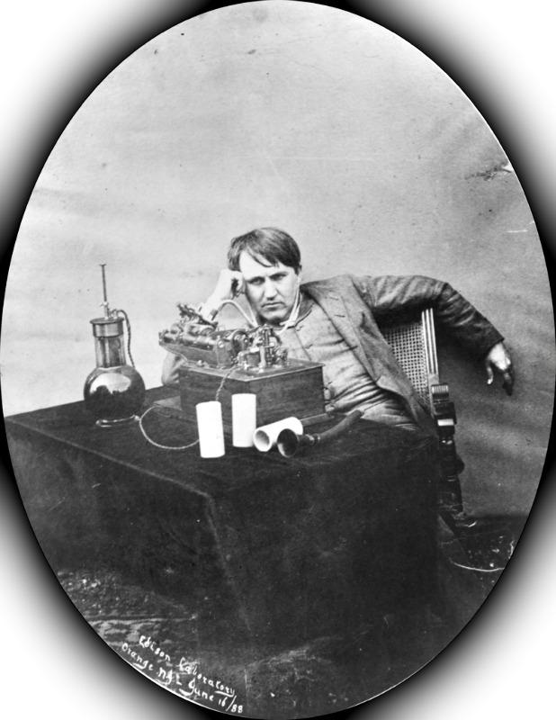 Thomas Edison escuchando un fonógrafo de cilindro de cera en su laboratorio de Orange, New Jersey. Museo de Ciencia e Innovación de Schenectady, Nueva York. (Public Domain)