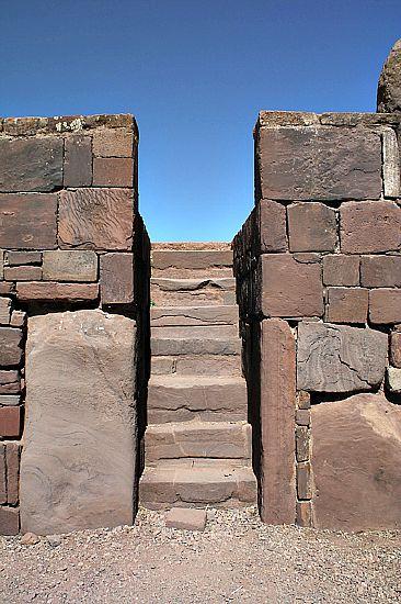Escaleras de acceso a una de las ruinas de Tiahuanaco (Flickr)