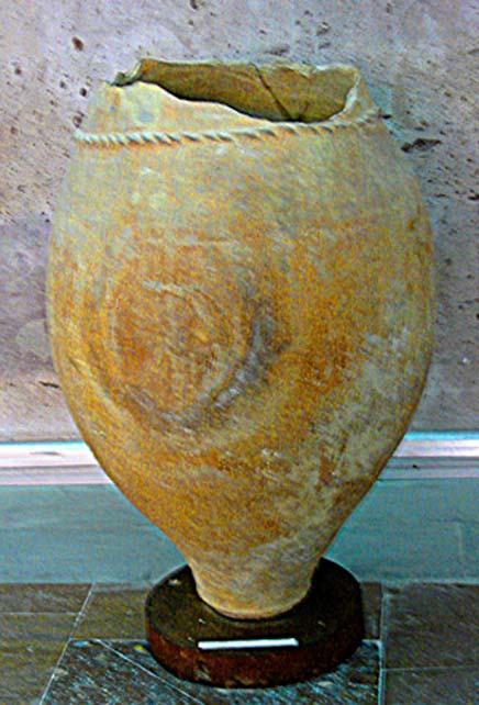 Tinaja cerámica urartiana utilizada para almacenar vino. (CC BY SA 2.5)