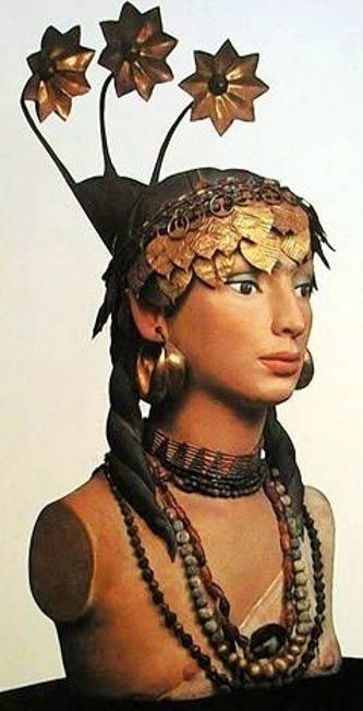 Reconstrucción del tocado y las joyas que llevaba una de las sirvientas de la reina Pu-abi, sacrificadas para seguir atendiendo a su señora en el más allá. (Sumerian Shakespeare)