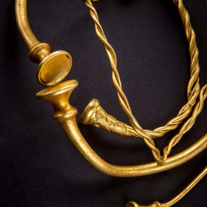 El conjunto ha sido denominado 'Torques de la Edad del Hierro de Leekfrith'. (Fotografía: Consejo del Condado de Staffordshire)