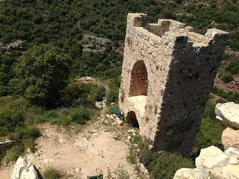 Restos de una de las torres del castillo. (Public Domain)