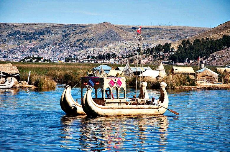 Embarcaciones de totora nativa en Puno, Lago Titicaca. (aviachar/CC BY-SA 2.0)