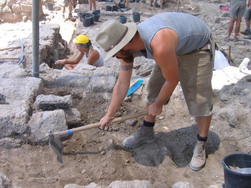 Trabajos en las excavaciones de Tel Dor, Israel, año 2006. (Public Domain)