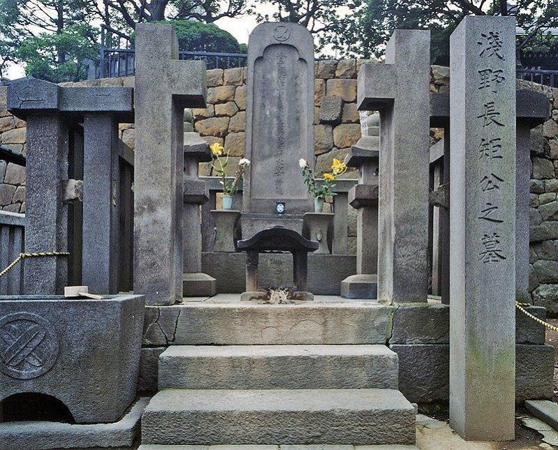 Tumba de Asano Naganori en el templo de Sengaku-ji, Takanawa, Minato-ku, Tokyo, Japón. (Dominio público)