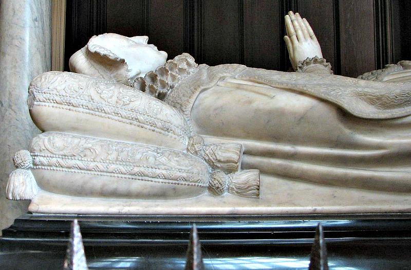 Tumba de María Estuardo ubicada en la Abadía de Westminster de Londres, Inglaterra. (Bernard Gagnon/GNU Free)