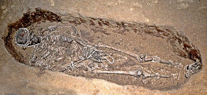 Tumba de un hombre del Paleolítico Superior en Sunghir, Rusia. (Dominio público)
