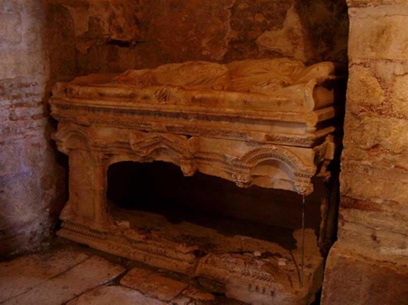 Tumba de la Iglesia de San Nicolás en Demre que podría albergar los restos mortales de San Nicolás (CC BY-SA 3.0)