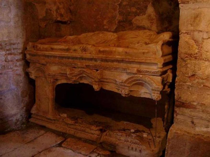 Tumba de la iglesia de San Nicolás en Demre (Turquía) que podría albergar los restos mortales de San Nicolás. (CC BY SA 3.0)