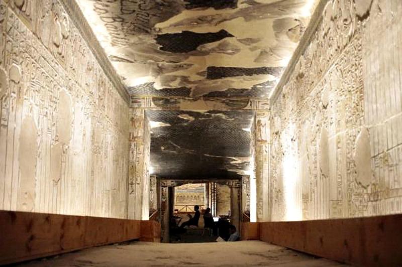 Interior de la tumba de Seti I. (Fotografía: EFE/Gabriel Scarpa/Factum Arte)