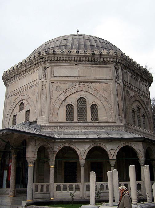 Türbe (tumba) del sultán Solimán. Mezquita de Suleimán, Estambul, Turquía. (CC BY-SA 3.0)