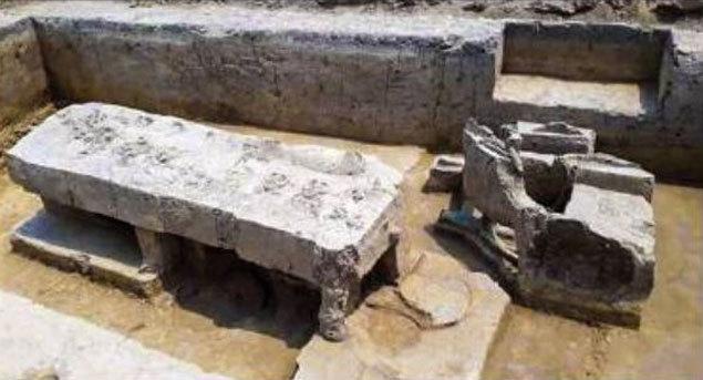 Una de las tumbas de la India en la que se encontró un antiguo carro de guerra. (Times of India)